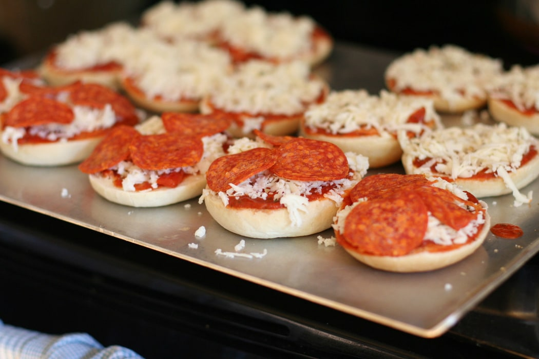 How to Make Pizza Bagels (aka hot weather pizza) - The ...