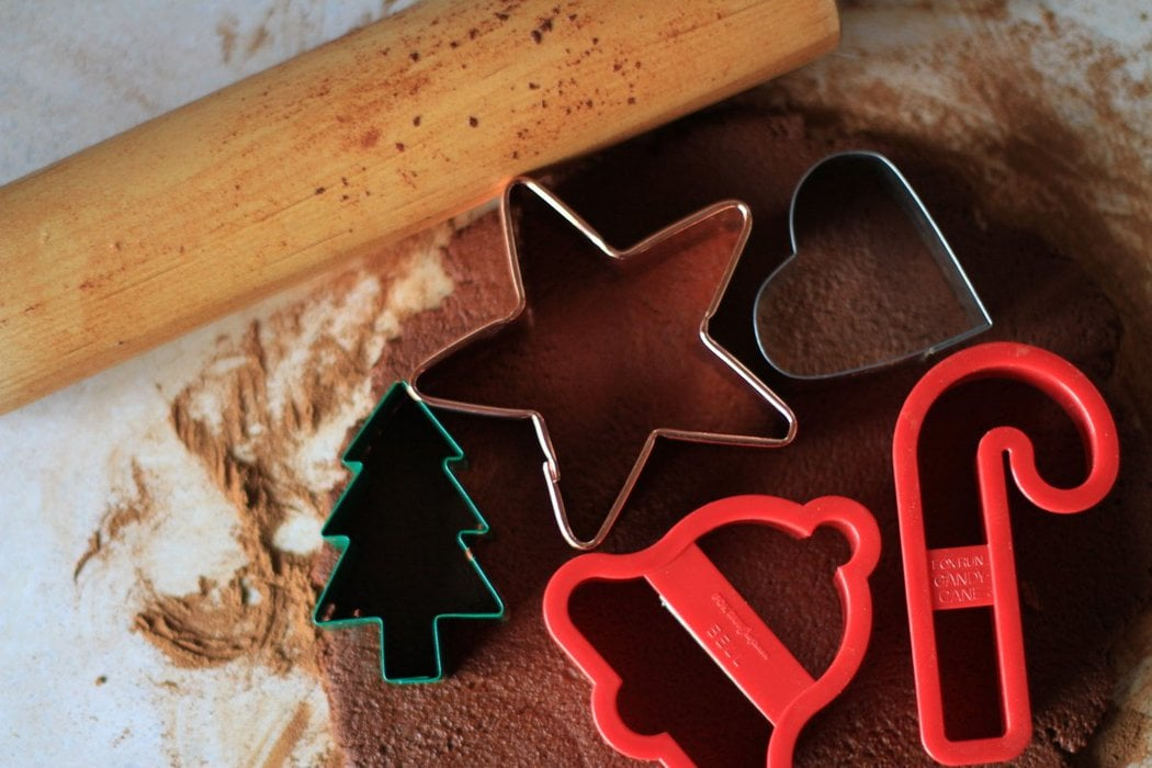 How To Make Cinnamon Applesauce Ornaments The Frugal Girl