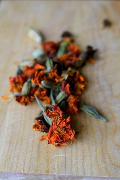 saving marigold seeds
