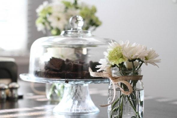 daisy bridal shower flowers