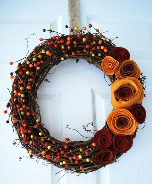 10 Classy Fall Crafts - Wreath with Felt Flowers