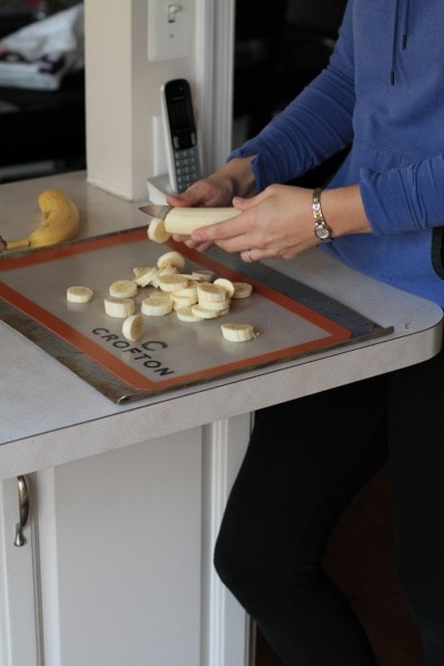 slicing bananas for freezing