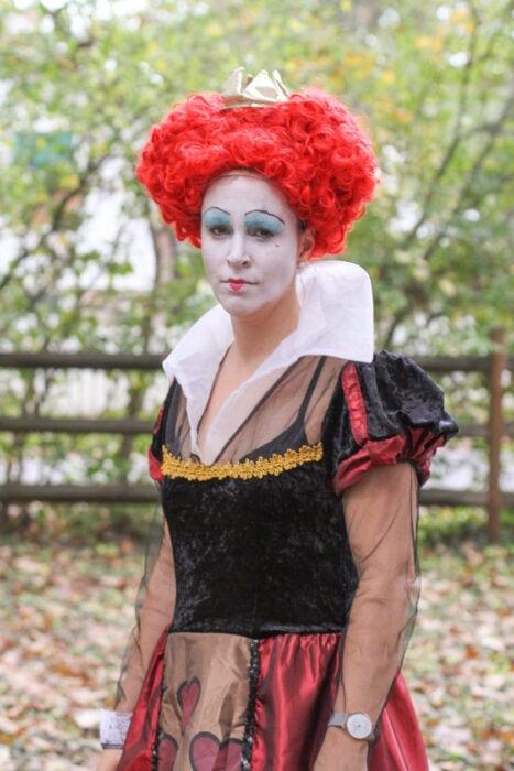 Queen of hearts cosplay.