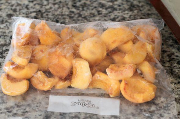 frozen peaches in a ziploc bag
