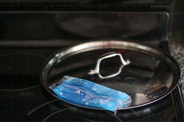 gel pack to cool pan lid