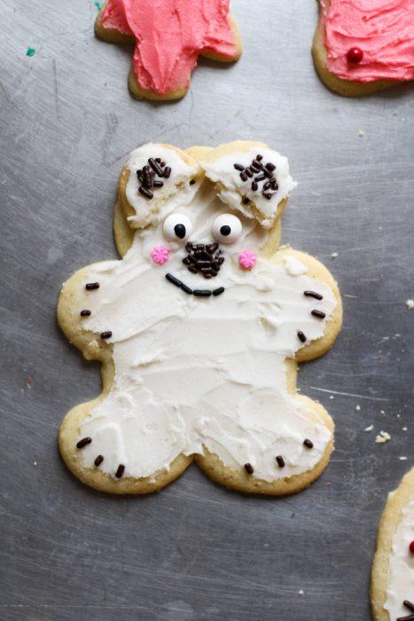 white bear Christmas cookie